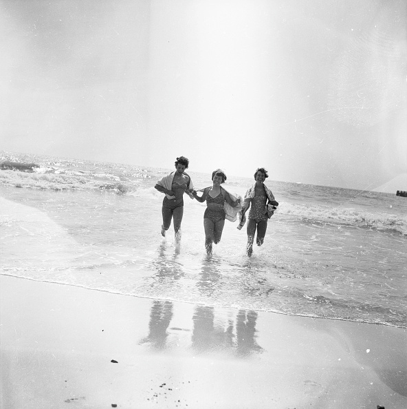 水着「Holidays By The Sea」:写真・画像(2)[壁紙.com]