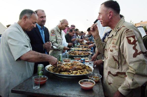 Scott Nelson「101st Airborne Commander Visits Northern Iraqi Town」:写真・画像(10)[壁紙.com]