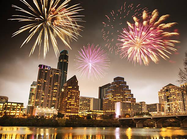 fireworks for a national holiday in Austin - Texas:スマホ壁紙(壁紙.com)