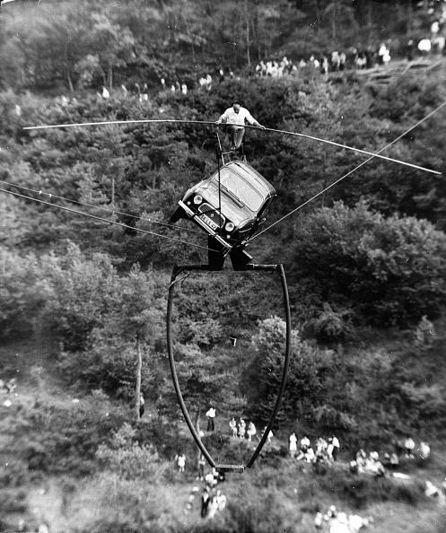 ヒューマンインタレスト「Tightrope Transport」:写真・画像(19)[壁紙.com]