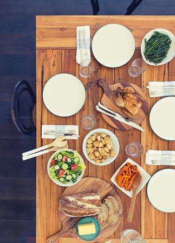 テーブルセッティング「家族の食事表のない人々。」:スマホ壁紙(2)