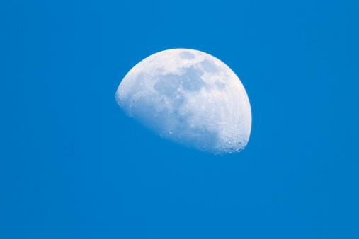 月「ブルー Moon」:スマホ壁紙(4)