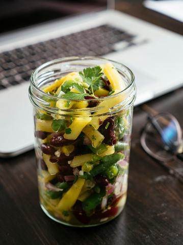 Spanish Onion「Jar of three bean salad on office desk」:スマホ壁紙(14)