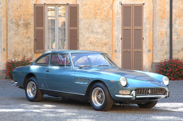 Ferrari「1968 Ferrari 330 GTC Coupe」:写真・画像(2)[壁紙.com]