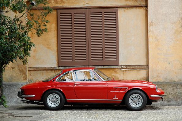 Ferrari「1968 Ferrari 330 GTC Coupe」:写真・画像(15)[壁紙.com]