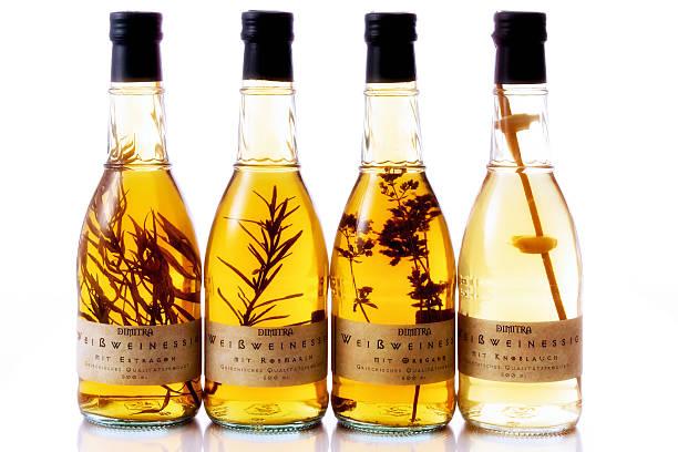 Different vinegar varieties, in bottles:スマホ壁紙(壁紙.com)