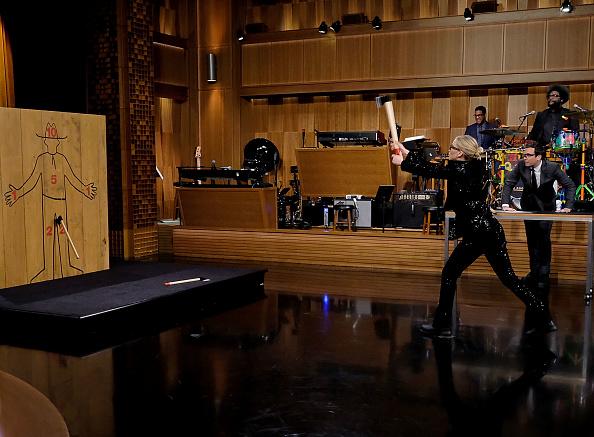 "Throwing「Jennifer Lawrence Visits ""The Tonight Show Starring Jimmy Fallon""」:写真・画像(13)[壁紙.com]"