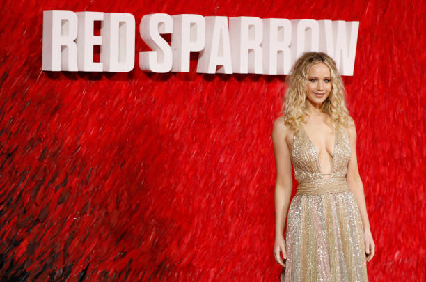 出席する「'Red Sparrow' European Premiere - Red Carpet Arrivals」:写真・画像(14)[壁紙.com]