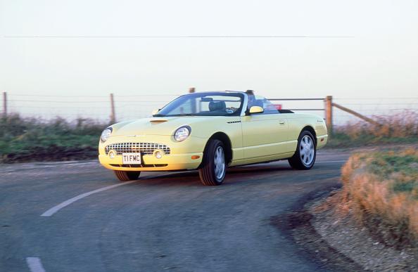 Yellow「2002 Ford Thunderbird convertible」:写真・画像(3)[壁紙.com]