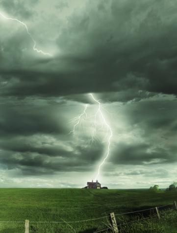 Threats「Scotland, Inverness, lightning striking isolated house」:スマホ壁紙(4)