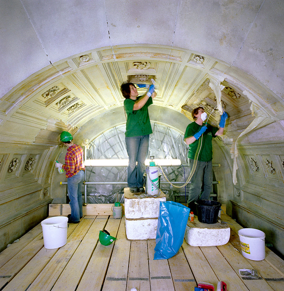 Hardhat「St Paul's Cathedral, London, UK. The £40m cleaning program celebrated the 300th anniversary of Sir Christopher Wren's masterpiece.」:写真・画像(5)[壁紙.com]