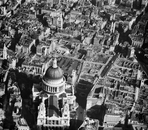 Ruined「St Paul's Cathedral, London, October 1947」:写真・画像(10)[壁紙.com]