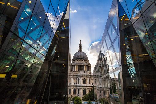 夏「セント ・ ポール大聖堂とモダンなガラス建築、ロンドン、英国」:スマホ壁紙(18)