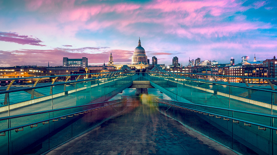 Millennium「St Pauls Cathedral and Millennium bridge at dusk in London, UK.」:スマホ壁紙(4)