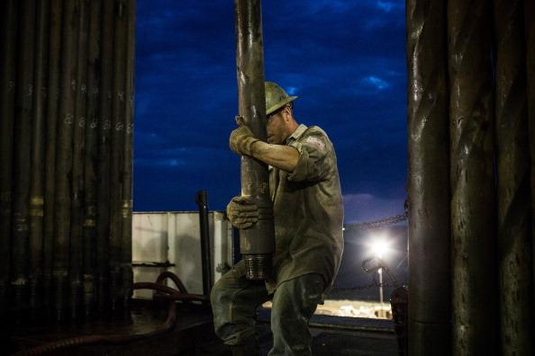 Shale「Oil Boom Shifts The Landscape Of Rural North Dakota」:写真・画像(5)[壁紙.com]
