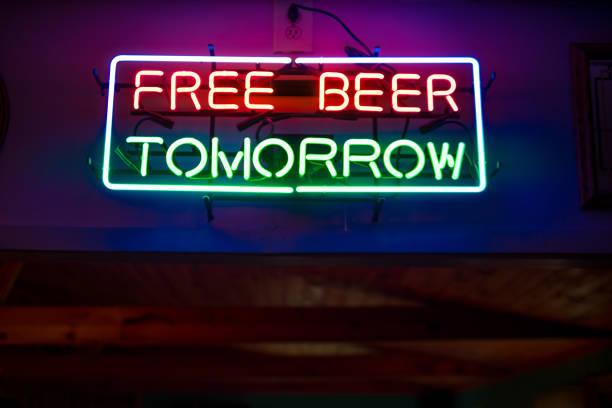 "Neon sign in bar ""free beer tomorrow"":スマホ壁紙(壁紙.com)"