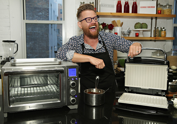 George Foreman「Celebrity Chef Richard Blais Heats Things Up At The Spectrum Holiday Showcase」:写真・画像(19)[壁紙.com]