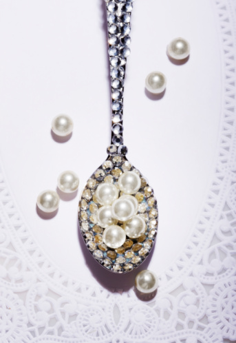 Jewelry「Diamond covered spoon full of pearls」:スマホ壁紙(0)