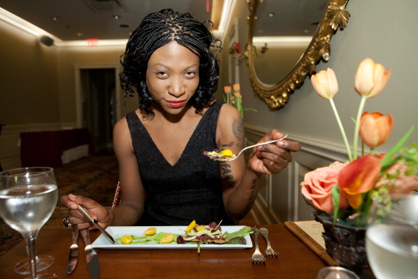 """Salad「Vegan Celebrity Activist Suzanne """"Africa"""" Engo Encourages Americans To Healthy Vegan Eating In The National Fight Against Obesity At Elizabeth's Gone Raw」:写真・画像(4)[壁紙.com]"""