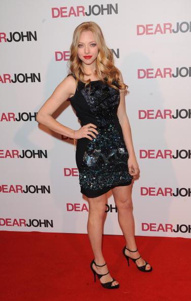 Amanda Seyfried「Dear John - Gala Screening - Arrivals」:写真・画像(10)[壁紙.com]