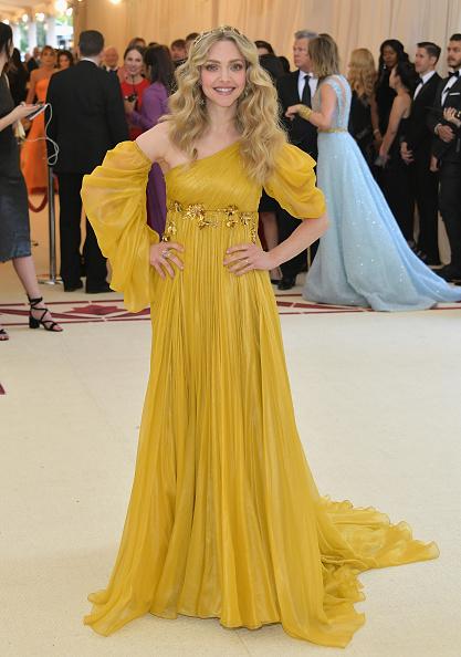 Amanda Seyfried「Heavenly Bodies: Fashion & The Catholic Imagination Costume Institute Gala - Arrivals」:写真・画像(0)[壁紙.com]