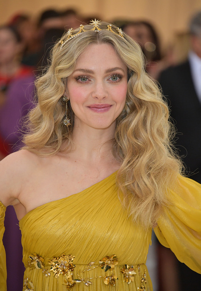 Amanda Seyfried「Heavenly Bodies: Fashion & The Catholic Imagination Costume Institute Gala - Arrivals」:写真・画像(15)[壁紙.com]