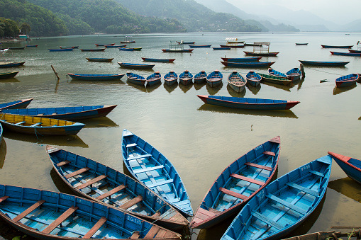 Annapurna Range「Colorful Boats in Pokhara, Nepal」:スマホ壁紙(16)