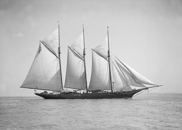 Cutting「The Three-Mast Auxiliary Schooner Invincible」:写真・画像(11)[壁紙.com]