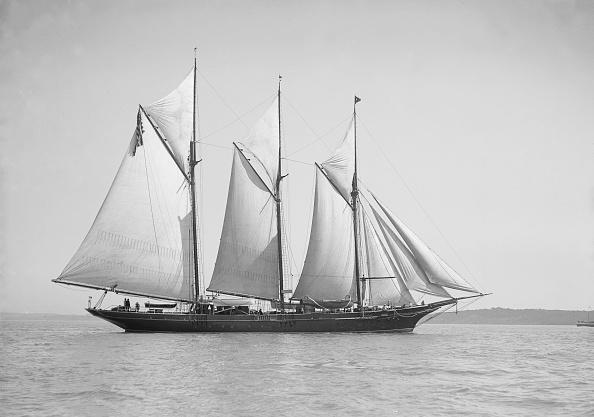 Cutting「The Three-Mast Auxiliary Schooner Invincible」:写真・画像(9)[壁紙.com]