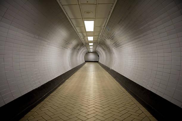 Tunnel Vision:スマホ壁紙(壁紙.com)