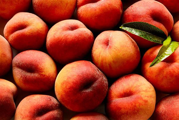 Peaches in Pile:スマホ壁紙(壁紙.com)