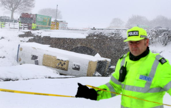 School Bus「Teenagers Are Injured After Coach Crashes On School Trip」:写真・画像(13)[壁紙.com]
