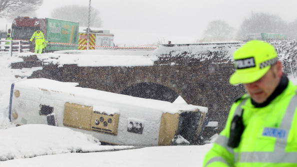 School Bus「Teenagers Are Injured After Coach Crashes On School Trip」:写真・画像(18)[壁紙.com]