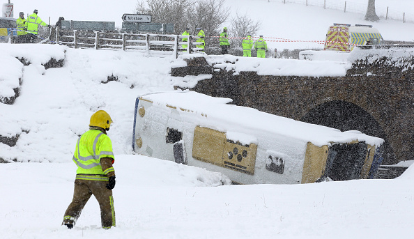 School Bus「Teenagers Are Injured After Coach Crashes On School Trip」:写真・画像(15)[壁紙.com]