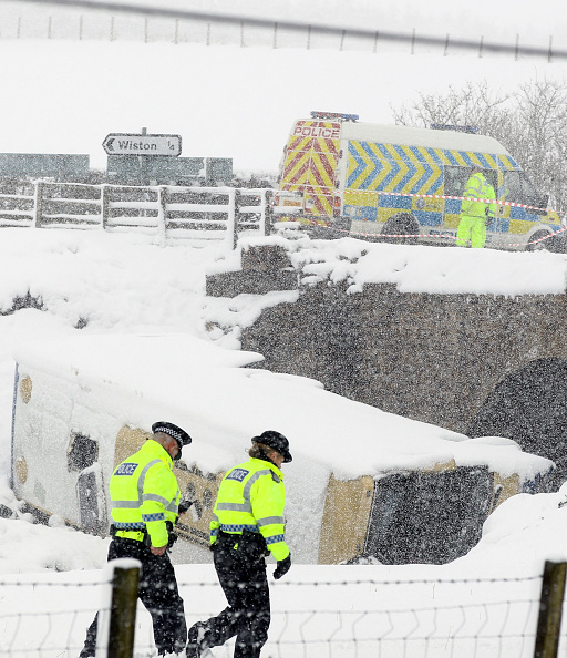 School Bus「Teenagers Are Injured After Coach Crashes On School Trip」:写真・画像(5)[壁紙.com]