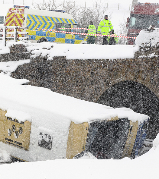 School Bus「Teenagers Are Injured After Coach Crashes On School Trip」:写真・画像(8)[壁紙.com]