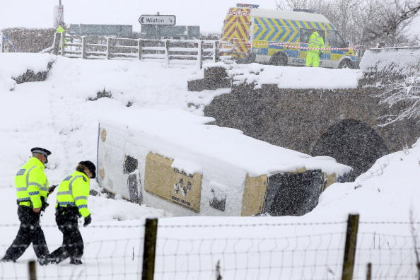 School Bus「Teenagers Are Injured After Coach Crashes On School Trip」:写真・画像(17)[壁紙.com]