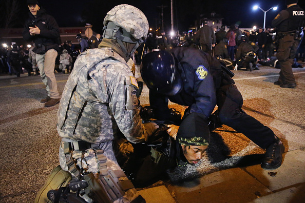 Missouri「Holiday Shopping Begins In Ferguson As Protests Continue」:写真・画像(9)[壁紙.com]