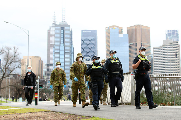 Police Force「Face Masks Become Mandatory In Public Across Melbourne As Victoria's COVID-19 Cases Continue To Rise」:写真・画像(13)[壁紙.com]