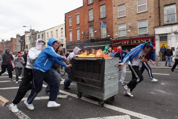 City Street「Queen Elizabeth II's Historic Visit To Ireland - Day One」:写真・画像(19)[壁紙.com]