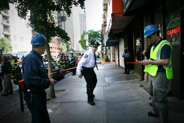 Construction Equipment「Crane Collapses Onto Apartment Building On Manhattan's Upper East Side」:写真・画像(13)[壁紙.com]