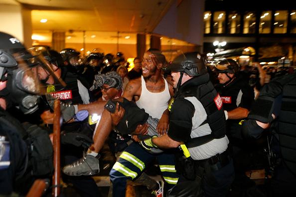 Protestor「Protests Break Out In Charlotte After Police Shooting」:写真・画像(18)[壁紙.com]