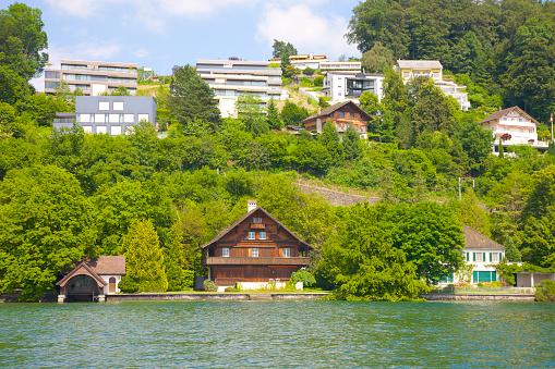 Chalet「Chalet on shore of Lake Lucerne near Seeburg」:スマホ壁紙(6)