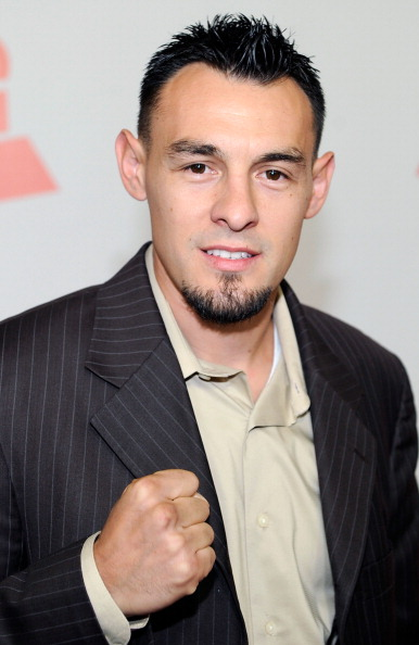 Robert Guerrero「2011 Latin Recording Academy Person Of The Year Honoring Shakira - Arrivals」:写真・画像(4)[壁紙.com]