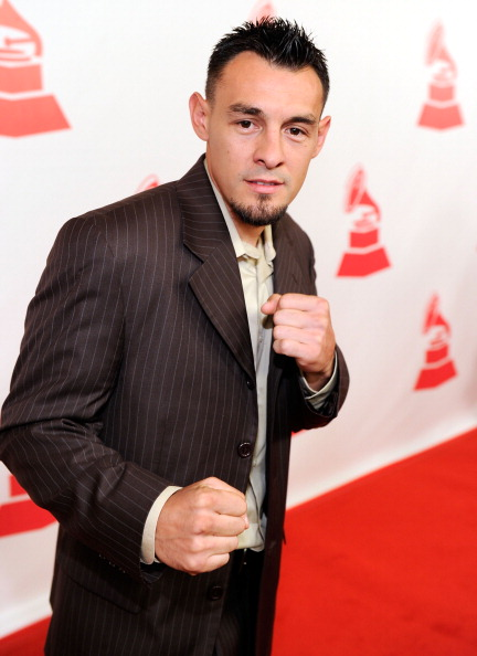 Robert Guerrero「2011 Latin Recording Academy Person Of The Year Honoring Shakira - Red Carpet」:写真・画像(11)[壁紙.com]