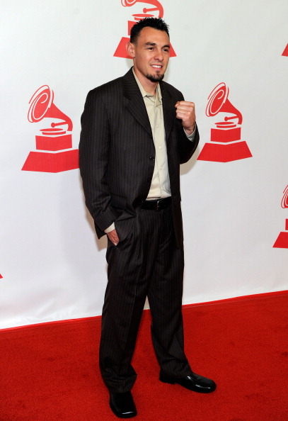 Robert Guerrero「2011 Latin Recording Academy Person Of The Year Honoring Shakira - Arrivals」:写真・画像(5)[壁紙.com]