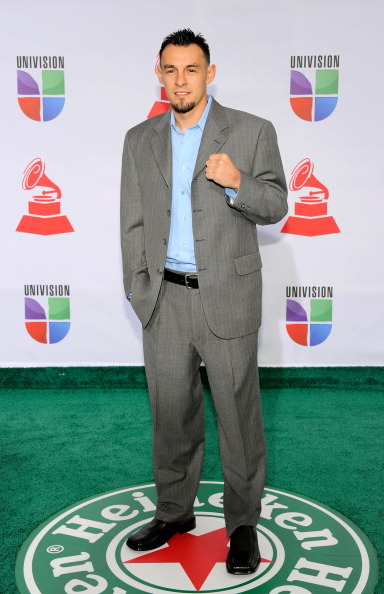 Robert Guerrero「The 12th Annual Latin GRAMMY Awards - Arrivals」:写真・画像(1)[壁紙.com]