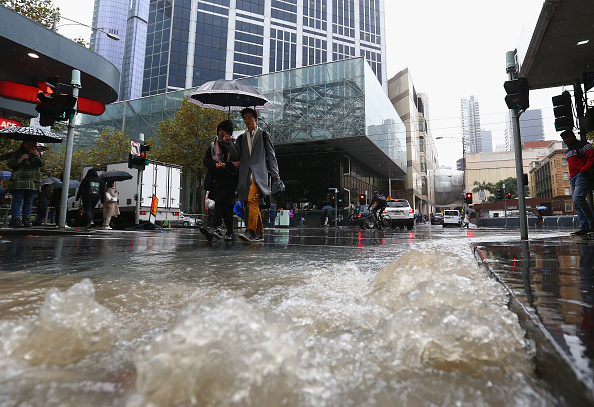 Melbourne - Australia「Melburnians Battle Rain, Hail And Thunderstorms As Winter Sets In」:写真・画像(16)[壁紙.com]