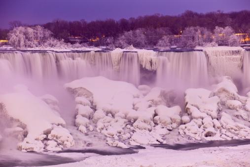 American Falls「American Falls section of Niagara Falls floodlit at dusk in winter.」:スマホ壁紙(10)