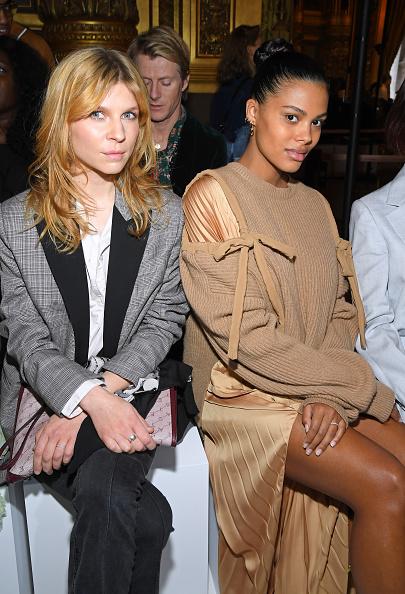 Two People「Stella McCartney : Front Row- Paris Fashion Week Womenswear Fall/Winter 2019/2020」:写真・画像(6)[壁紙.com]